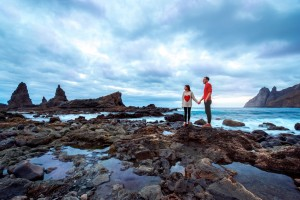Fotolia_102644795_S.jpg COUPLE AT TIDEPOOLS